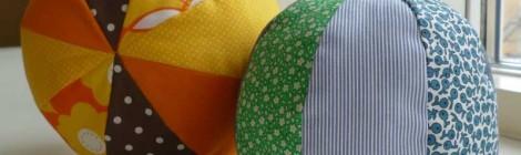 Farverige stofbolde